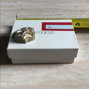 NWOT Yellow Diamond cocktail ring *costume*